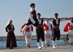 Ομάδα Χορού (κρητικοί- παραδοσιακοί χοροί)  Έναρξη εργασιών Τρίτη 17 Οκτωβρίου                                                                         Δηλώσεις συμμετοχής
