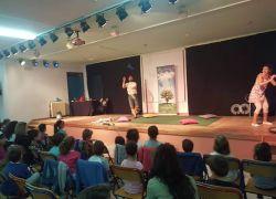 Από την οικογενειακή παράσταση με τον κόσμο της σαπουνόφουσκας
